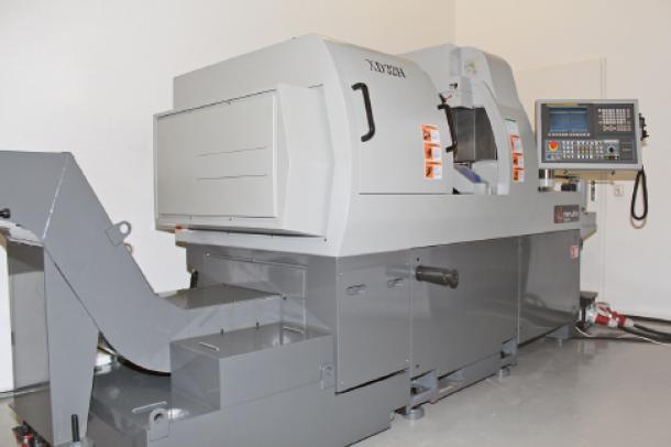 Deze Hanwha XD32 langdraaimachine beschikt over krachtige built-in motoren op zowel de hoofd- als de subspindel.